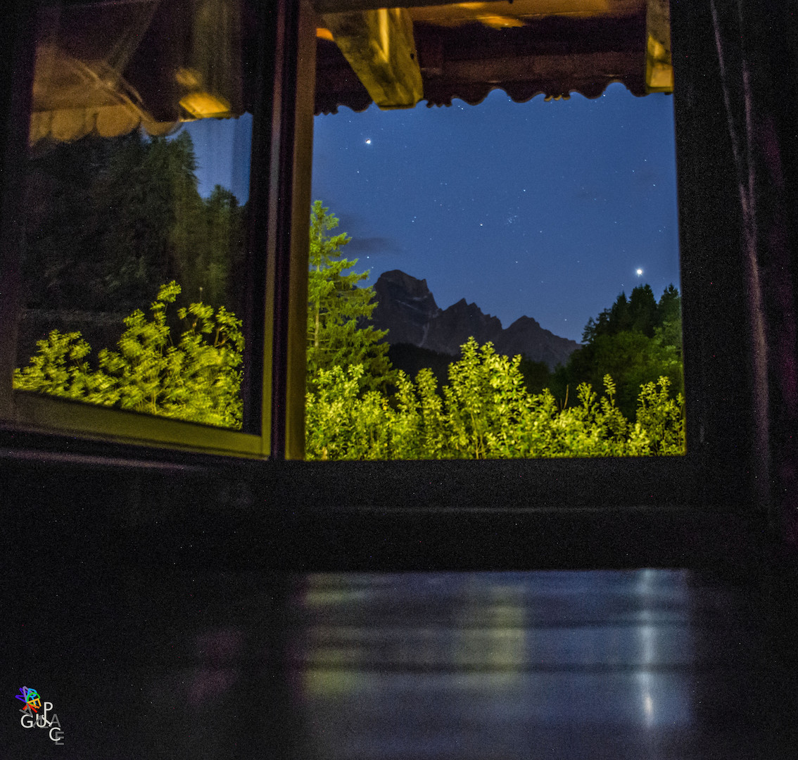 4.6.15 Peaio (Bl) Jupiter and reflection of Venus in my table